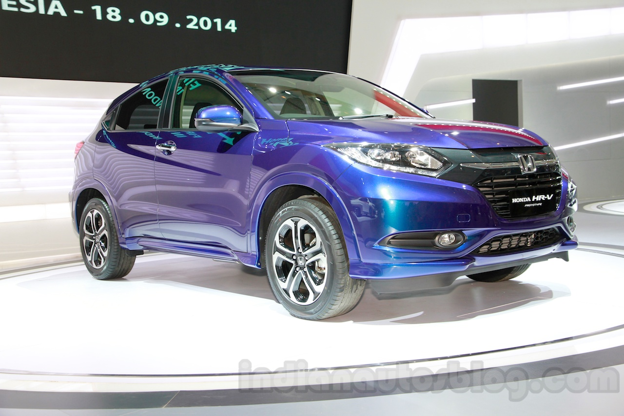 Honda HR-V Prototype front three quarters left at the 2014 Indonesian International Motor Show