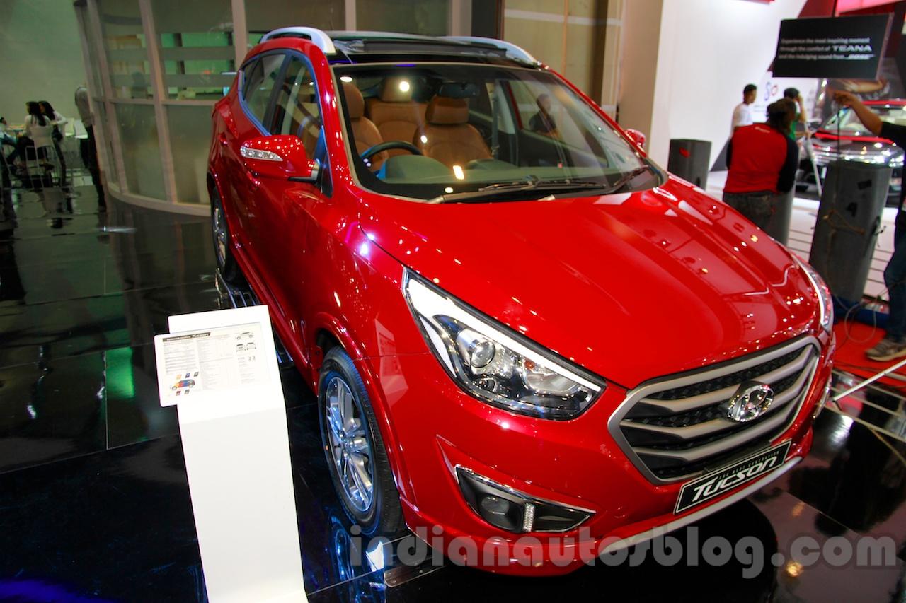 Hyundai Tucson front three quarters left at the 2014 Indonesia International Motor Show