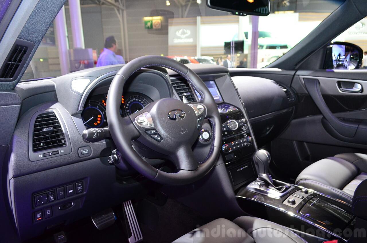 Infiniti QX70S Design interior