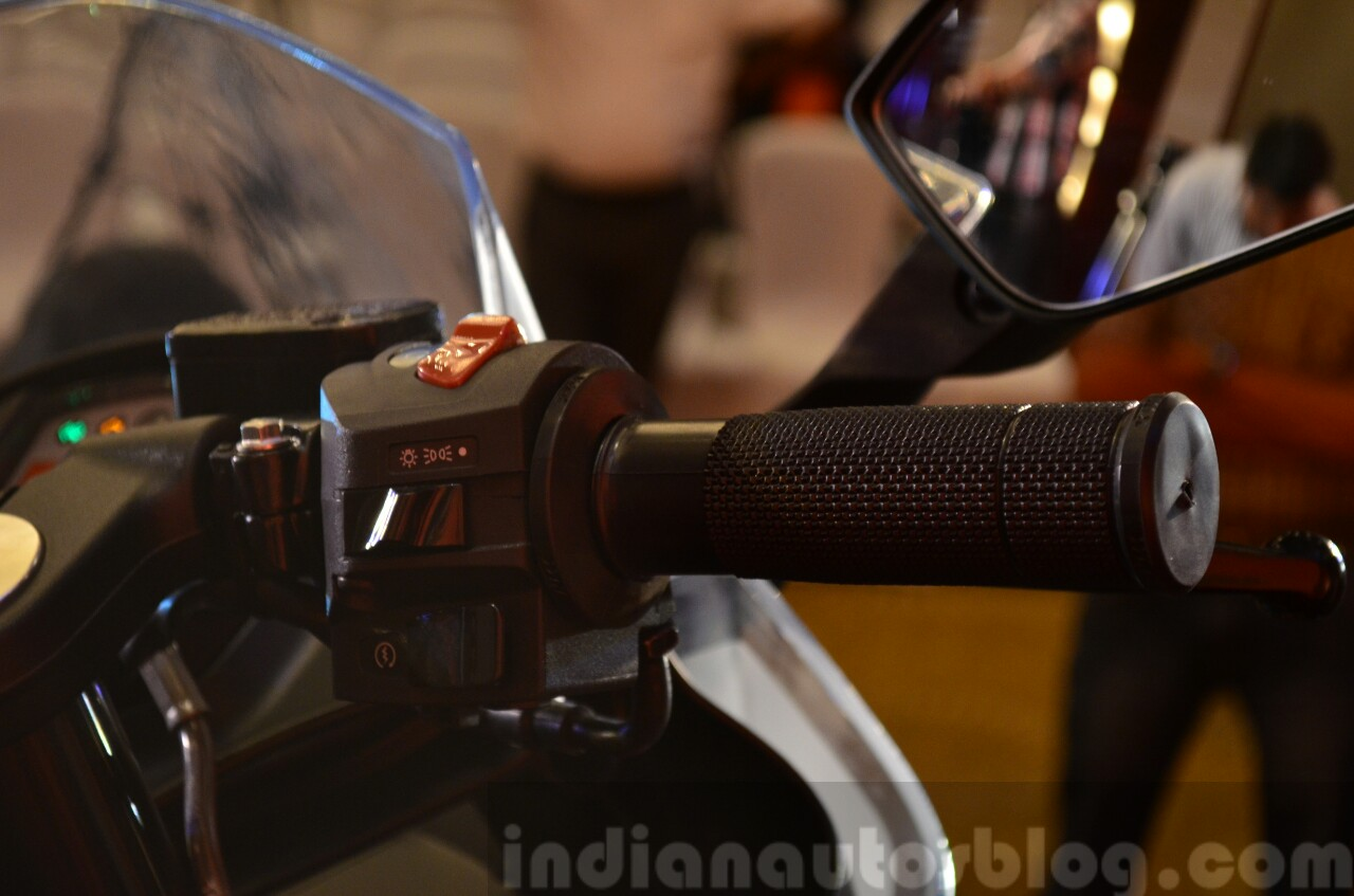 KTM RC390 throttle and switchgear at the Indian launch
