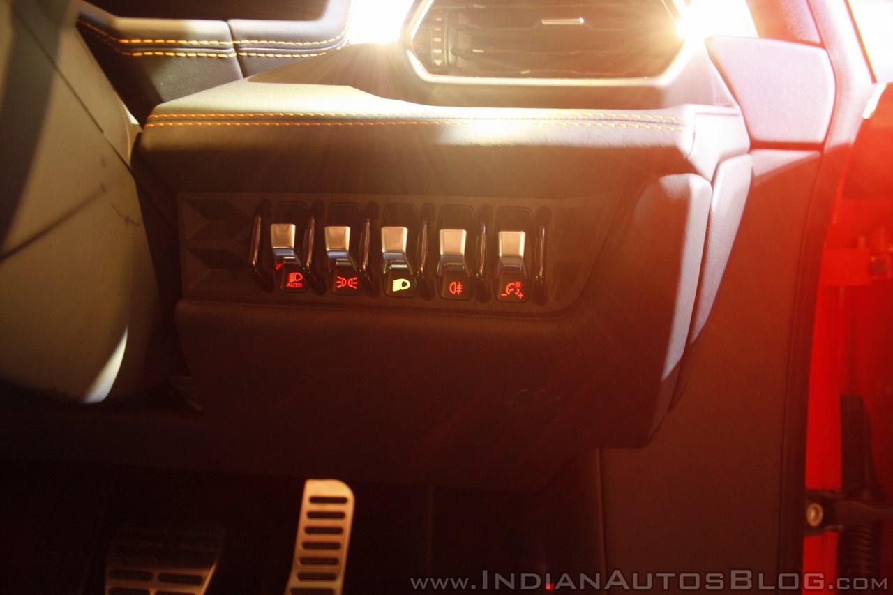 Lamborghini Huracan India Launch buttons