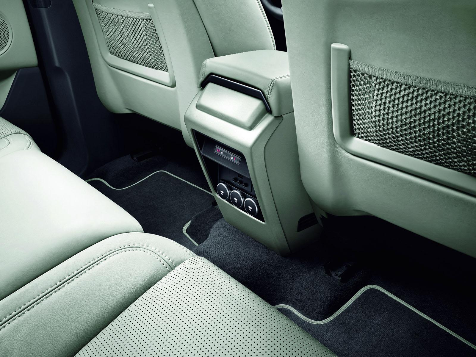 Land Rover Discovery Sport press shots rear controls