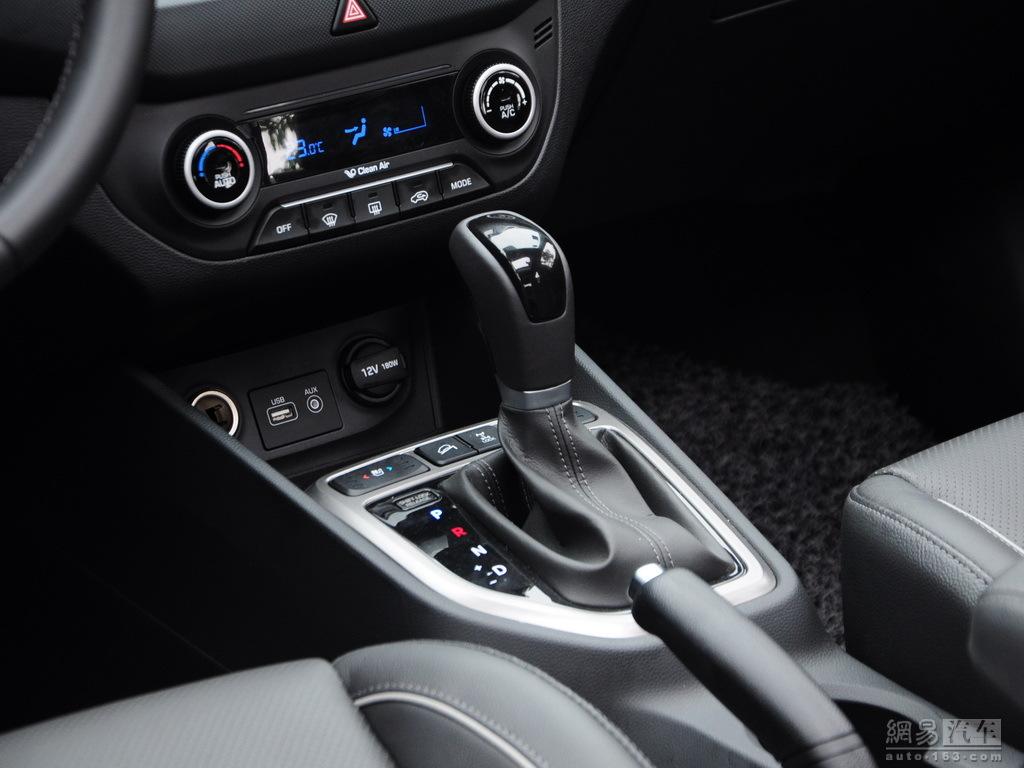 Production Hyundai ix25 images gear