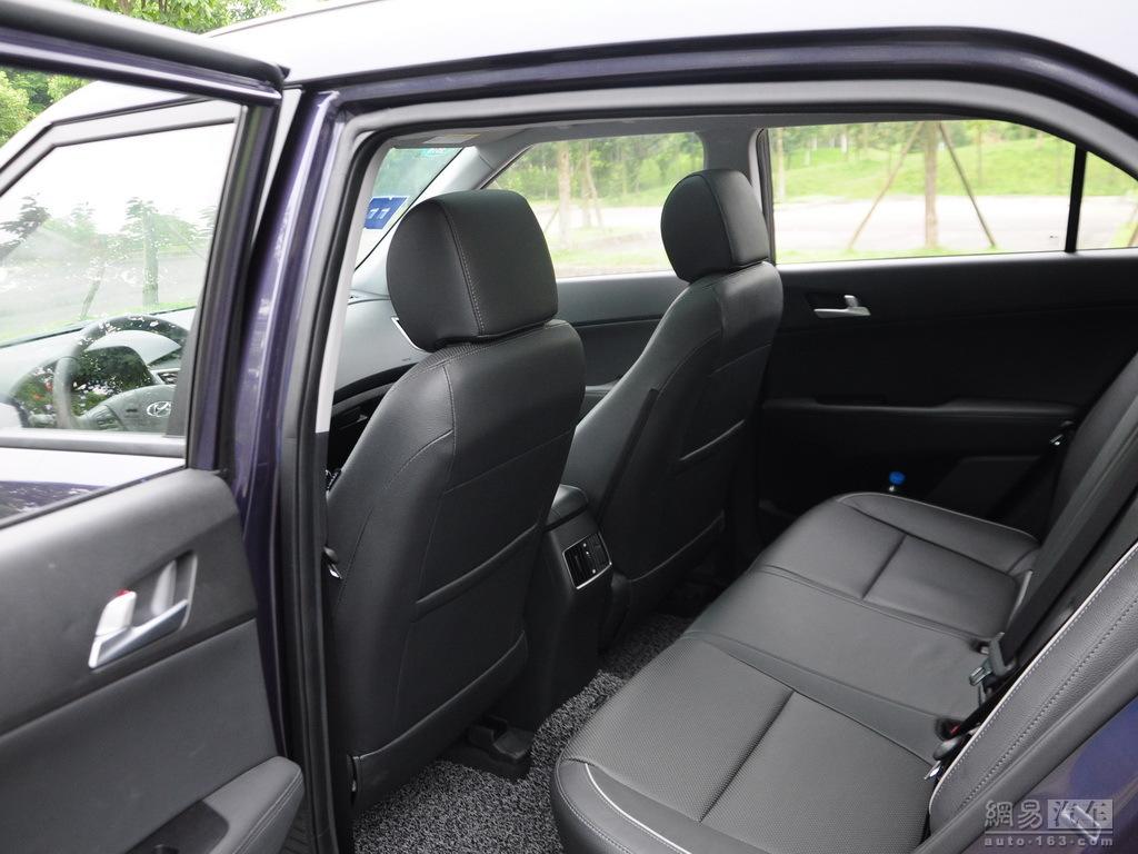 Production Hyundai ix25 images rear seat