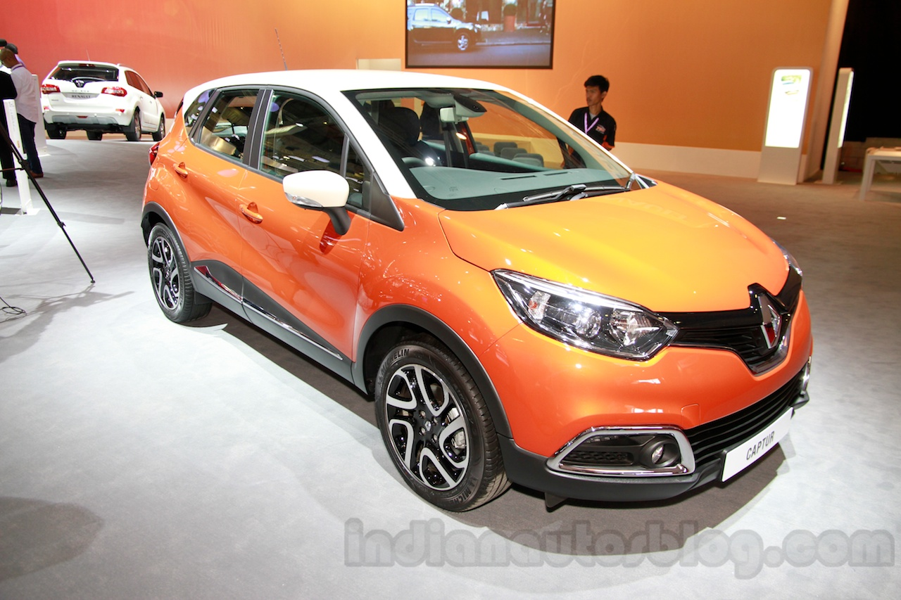 Renault Captur at the 2014 Indonesia International Motor Show front quarters