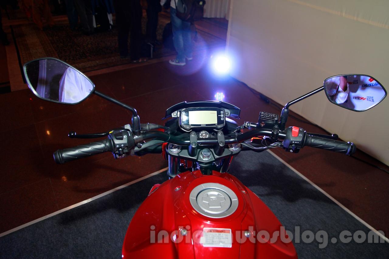 Suzuki Gixxer handlebar at the Indian launch