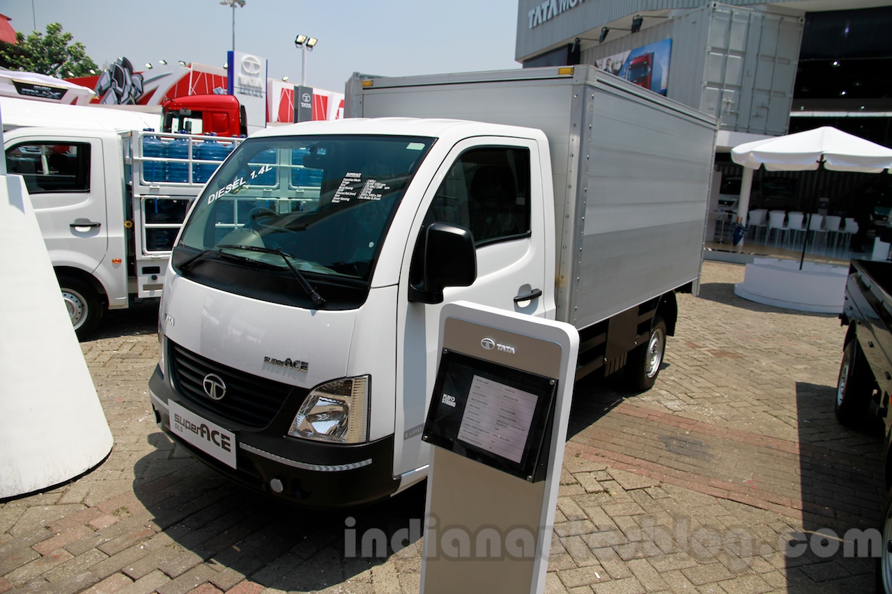 Tata Super Ace Goods Carrier at the 2014 Indonesia International Motor Show front quarter