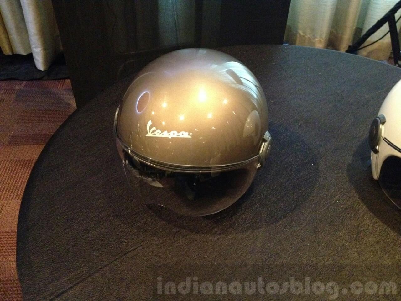 Vespa Elegante showcase helmets
