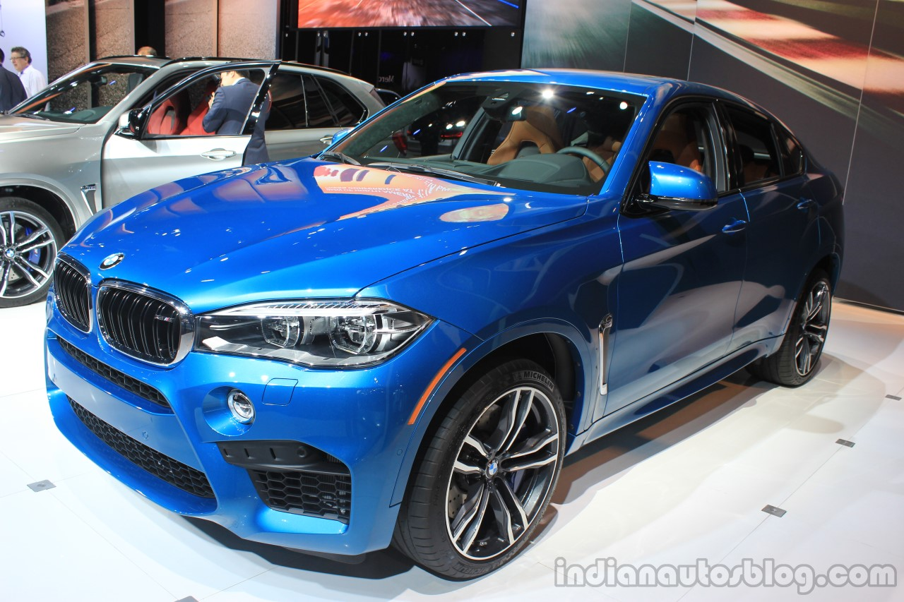 2015 BMW X6 M front three quarters right at the 2014 Los Angeles Auto Show