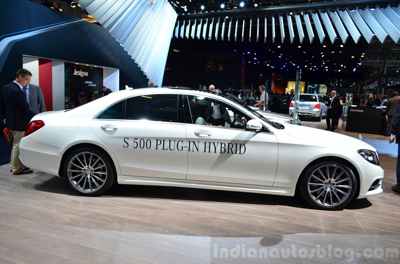 2015 Mercedes S500 Plug-in Hybrid side at the 2014 Paris Motor Show
