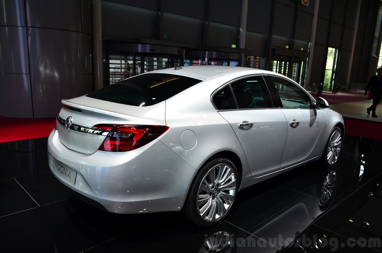 2015 Opel Insignia 2.0-litre CDTI rear three quarter at
