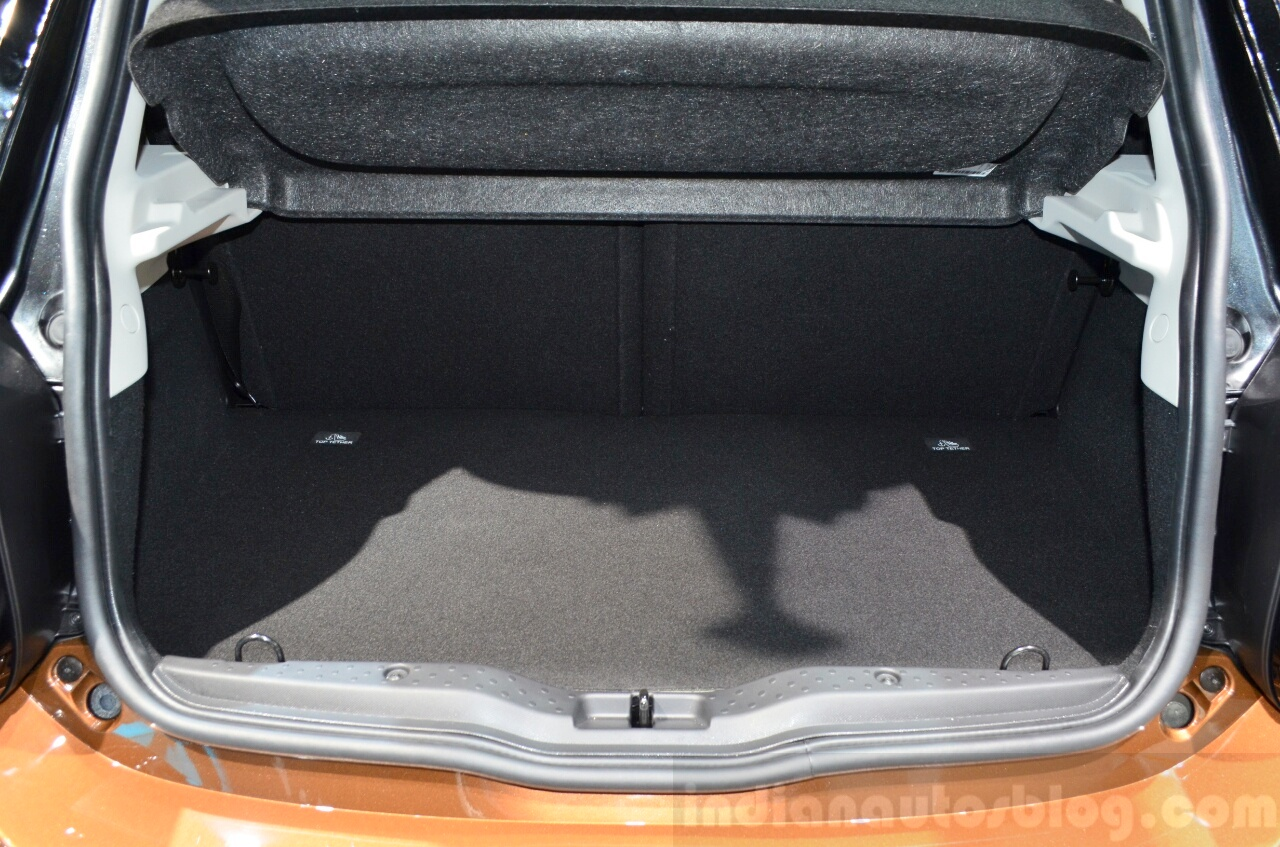 2015 Smart ForFour trunk at 2014 Paris Motor Show