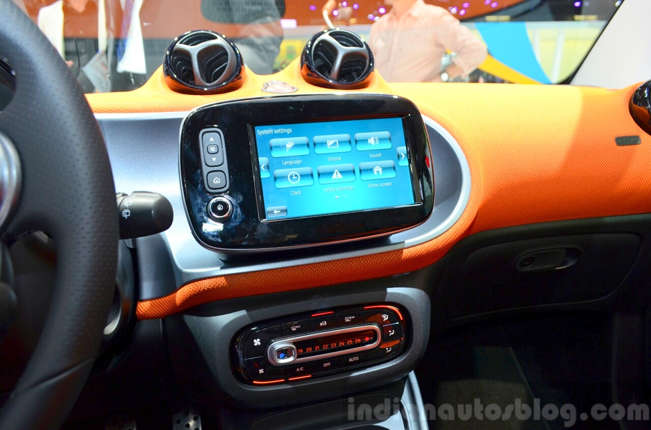 2015 Smart ForTwo infotainment screen at 2014 Paris Motor Show