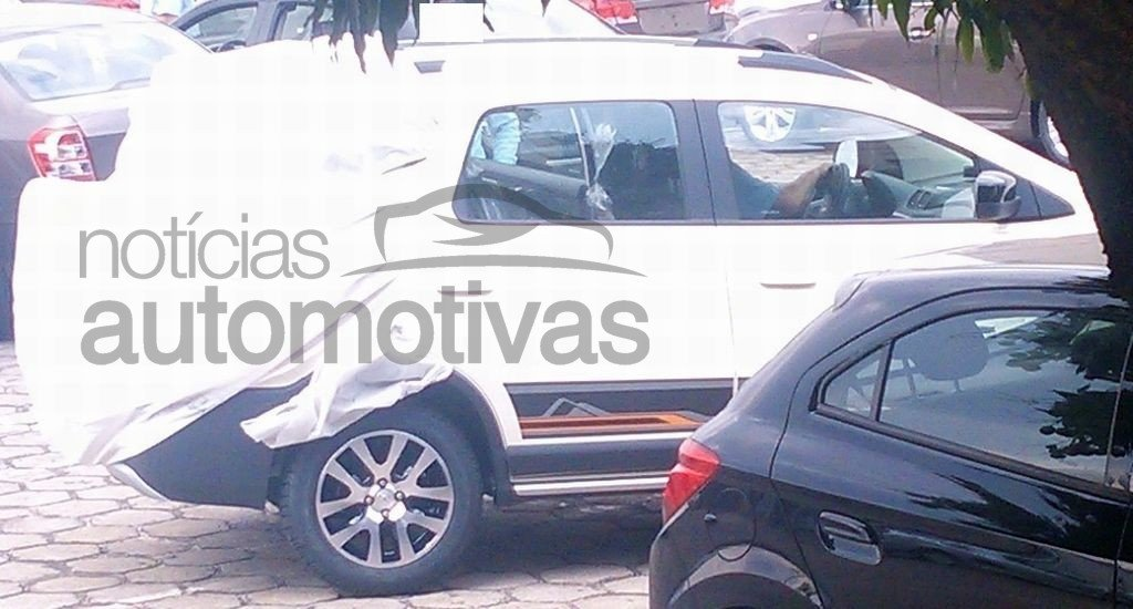 Chevrolet Spin Activ rear caught disguised in Brazil