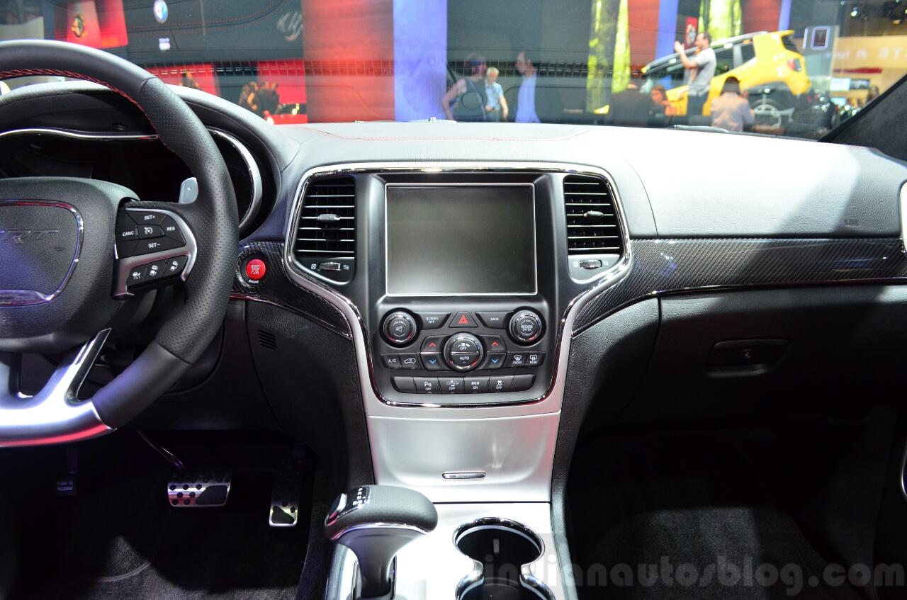 Jeep Grand Cherokee SRT Red Vapor center console at the 2014 Paris Motor Show