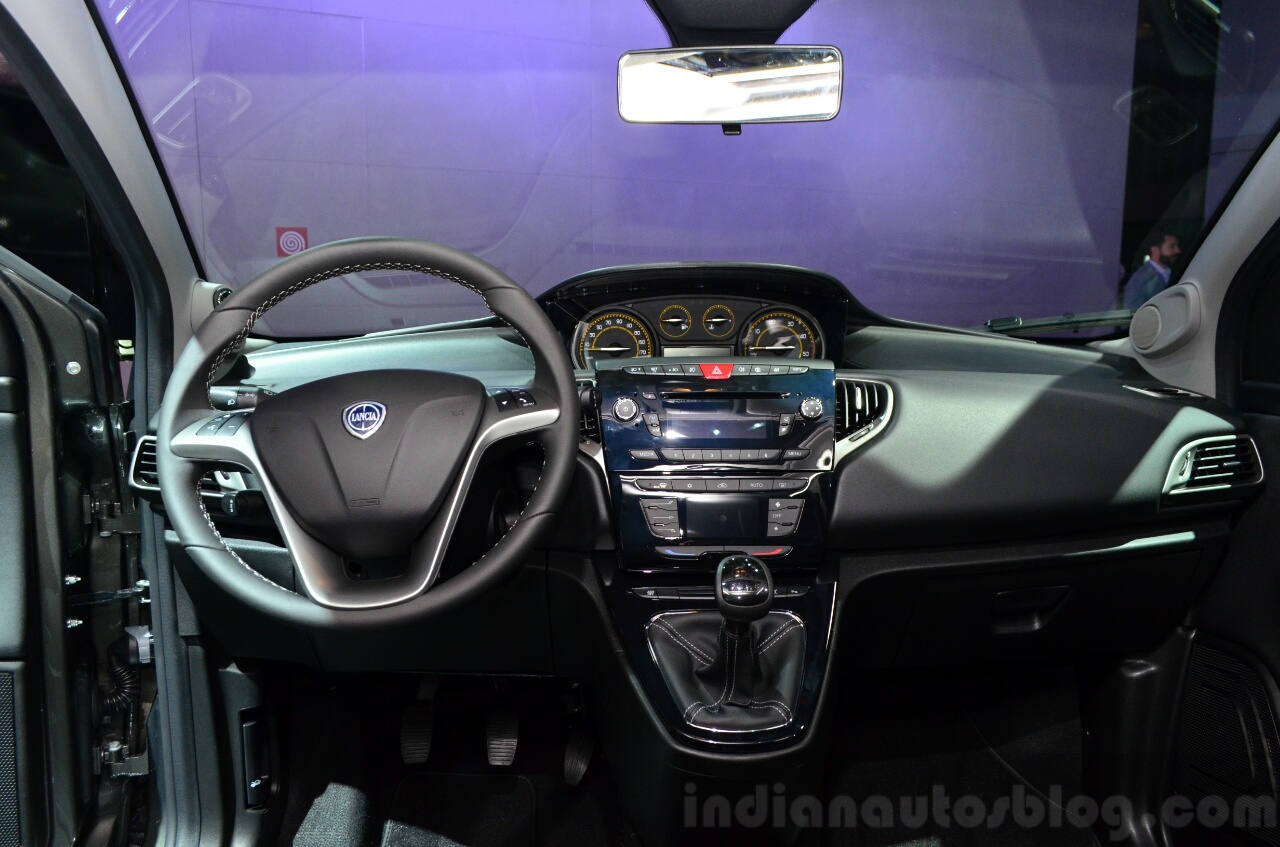 Lancia Ypsilon Momodesign dashboard