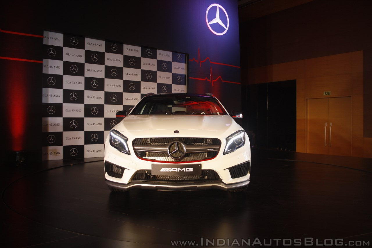 Mercedes-Benz GLA 45 AMG front Launch