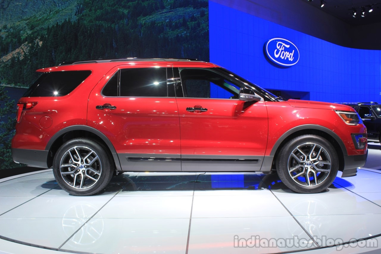2015 Ford Explorer side at the 2014 Los Angeles Auto Show
