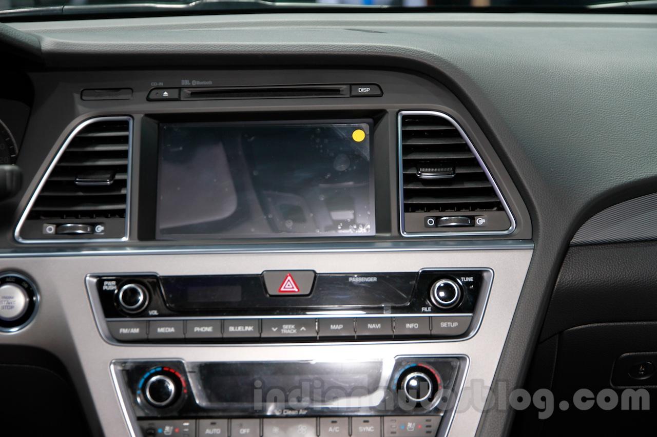 2015 Hyundai Sonata screen at 2014 Guangzhou Motor Show