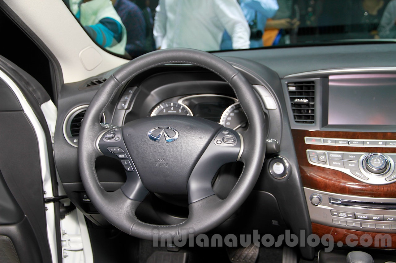2015 Infiniti QX50 steering at the Guangzhou Auto Show 2014