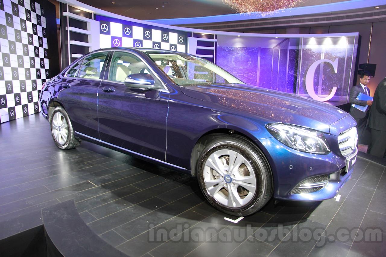 2015 Mercedes C Class front quarters launch