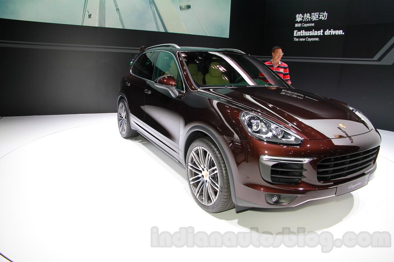 2015 Porsche Cayenne Facelift front quarters at the 2014 Guangzhou Auto Show