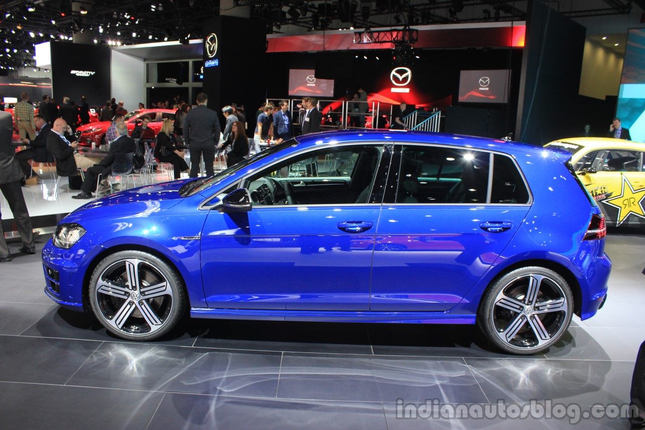 2015 VW Golf R side at the 2014 Los Angeles Auto Show