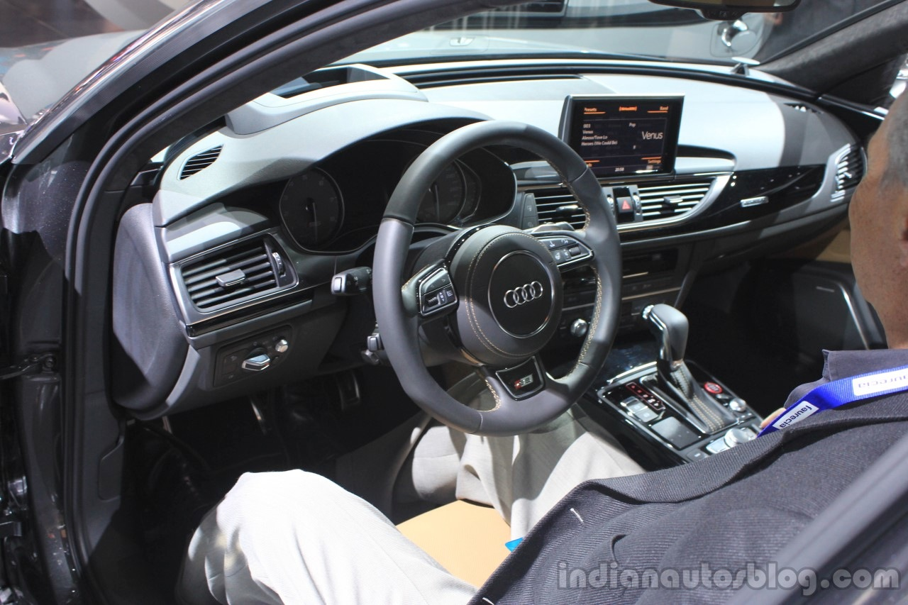 2016 Audi S6 dashboard at the 2014 Los Angeles Auto Show