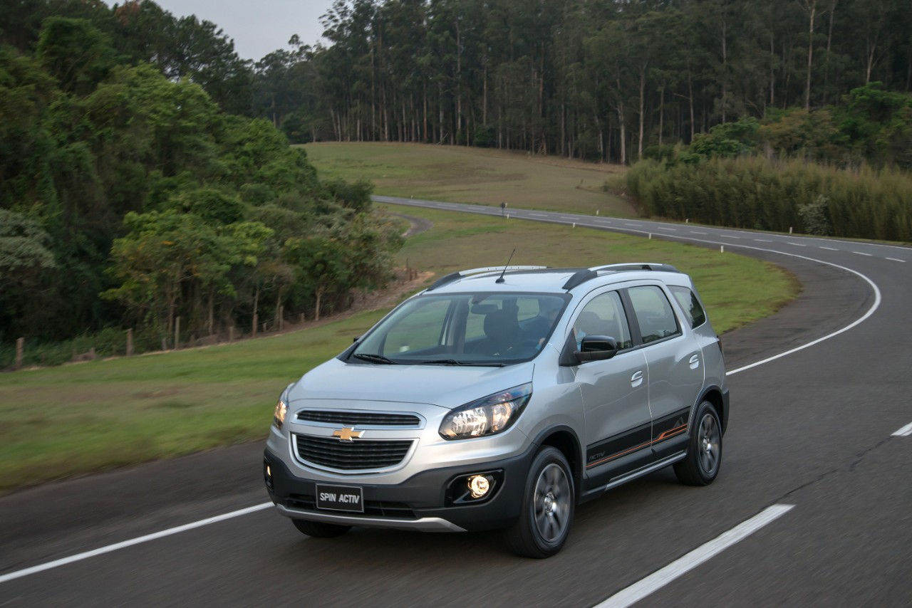 Chevrolet Spin Activ front quarter