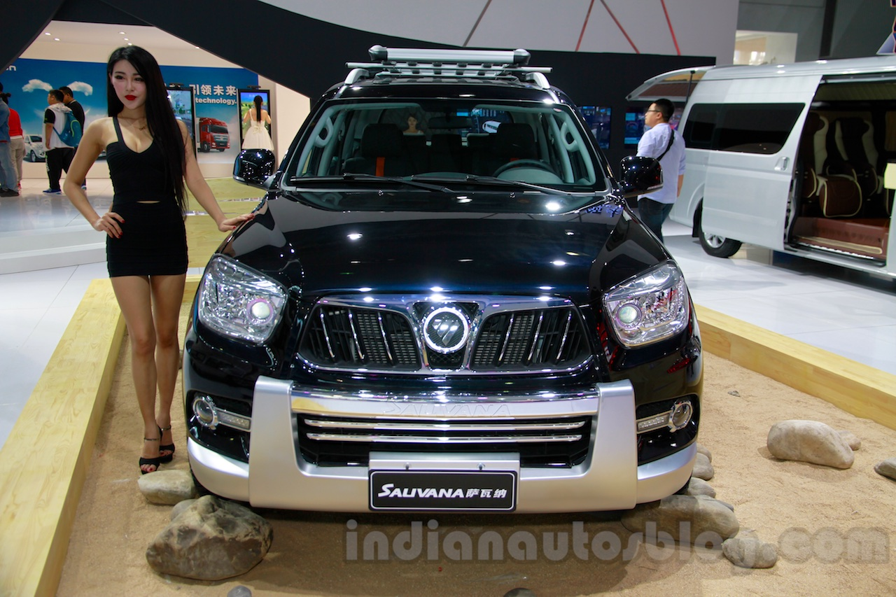 Foton Sauvana LX accessorized front at the 2014 Guangzhou Auto Show