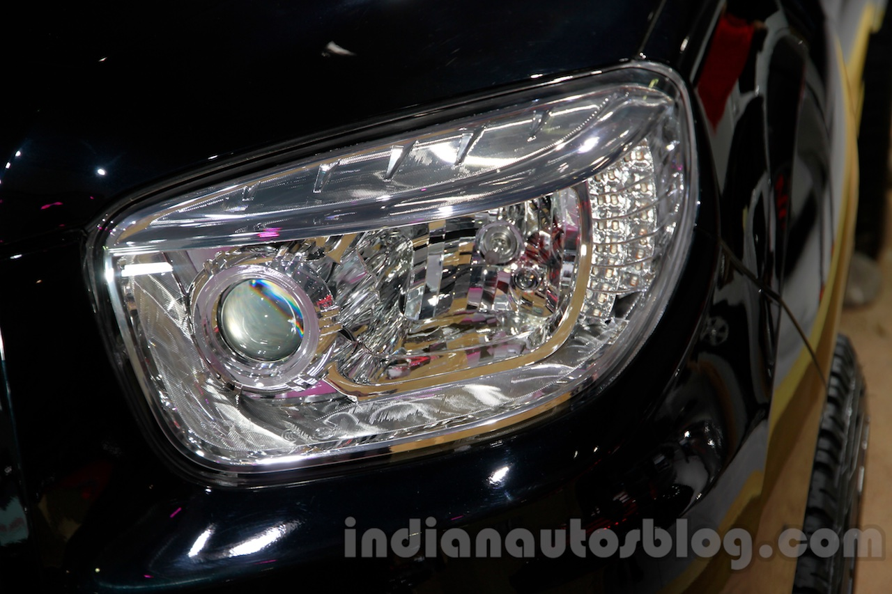 Foton Sauvana LX accessorized headlight at the 2014 Guangzhou Auto Show