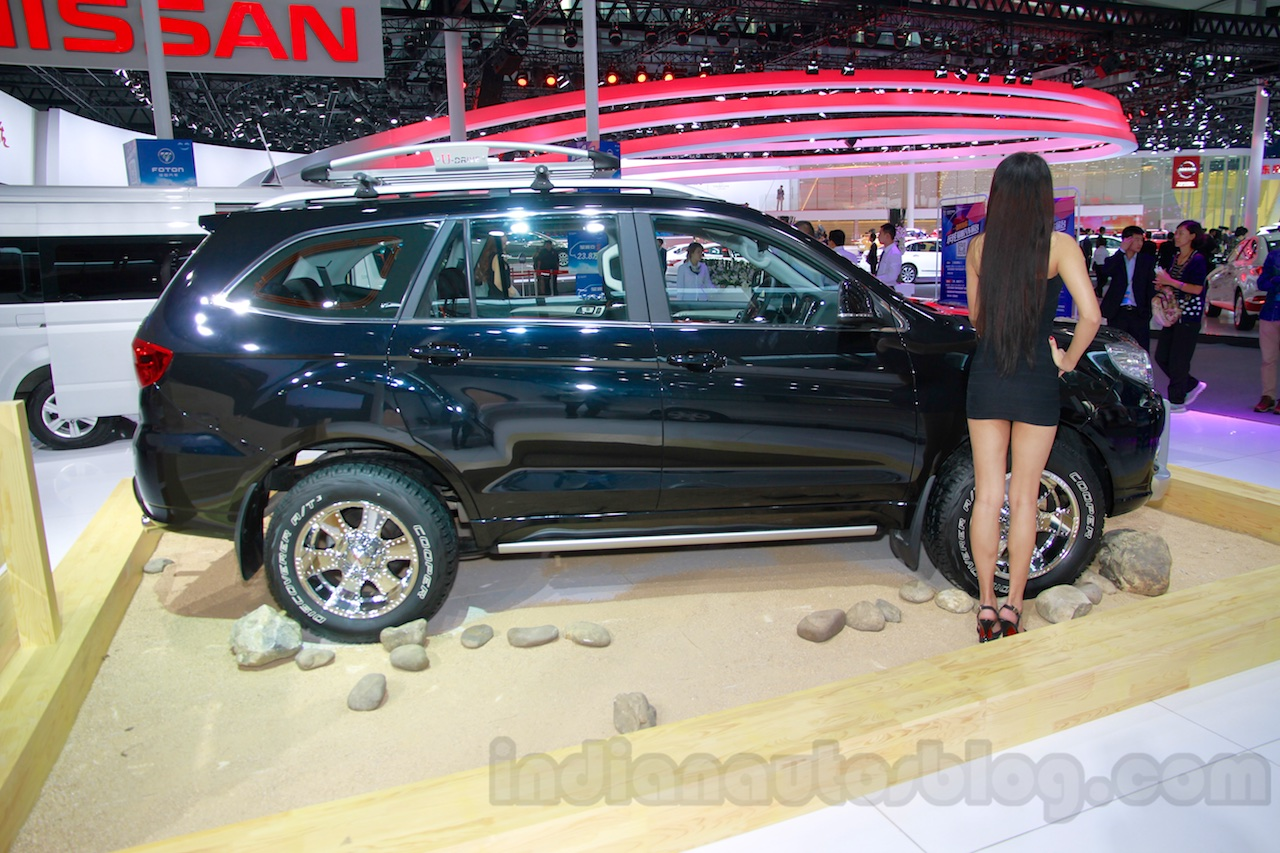 Foton Sauvana LX accessorized side view at the 2014 Guangzhou Auto Show