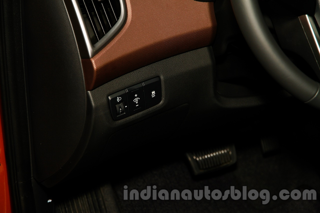 Hyundai ix25 light controls at 2014 Guangzhou Motor Show