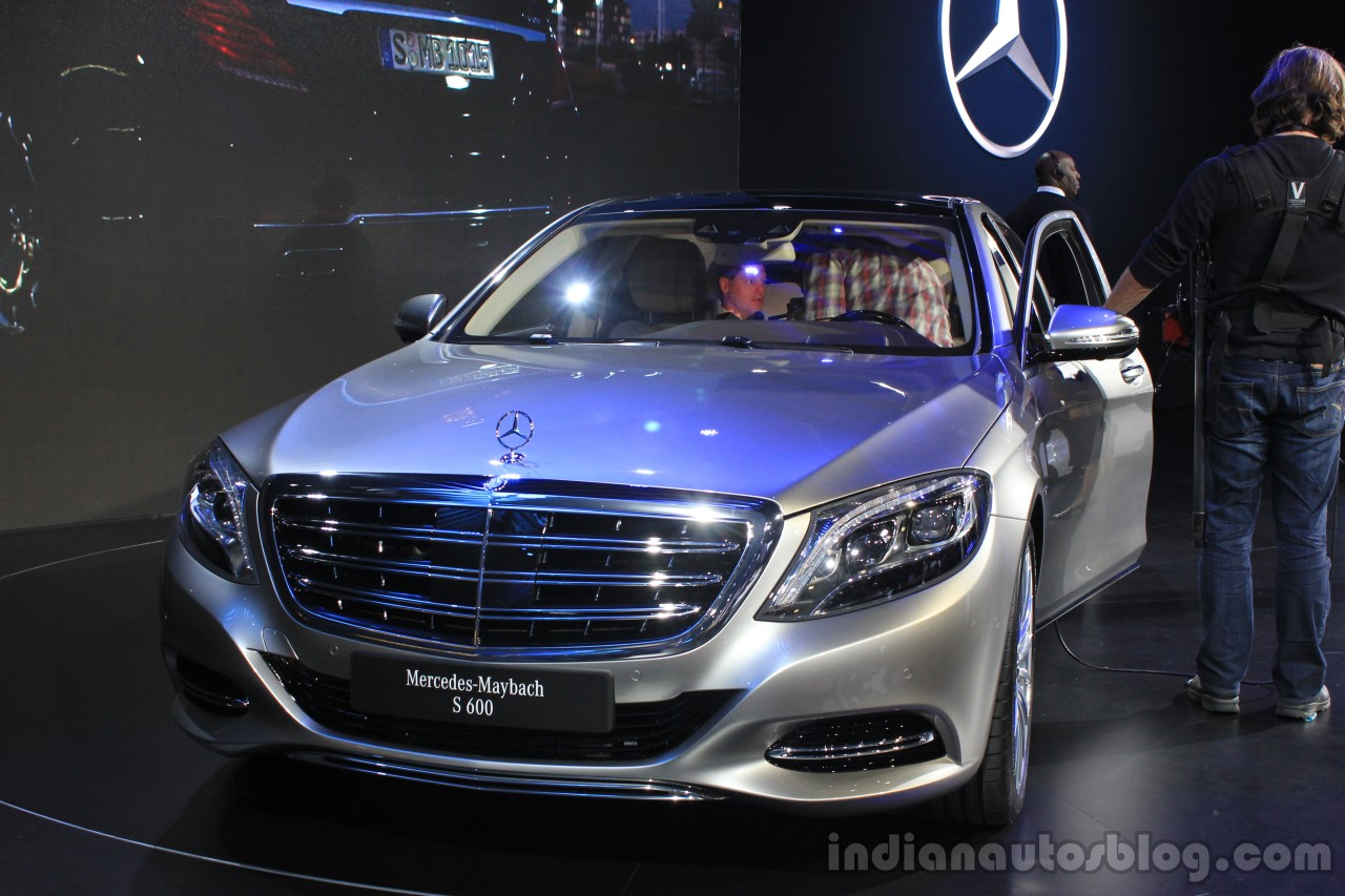 Mercedes-Maybach S600 front at the 2014 Los Angeles Auto Show