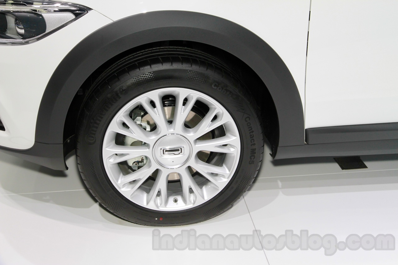Qoros 3 City SUV wheel at the 2014 Guangzhou Auto Show