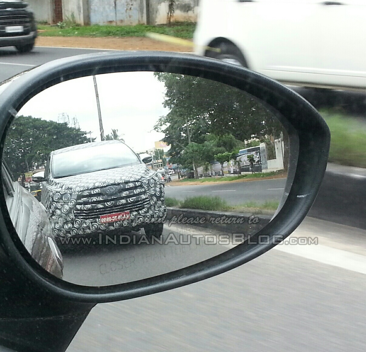 Spied 2016 Toyota Innova front