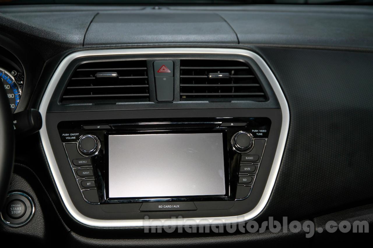 Suzuki SX4 S Cross music system at 2014 Guangzhou Auto Show