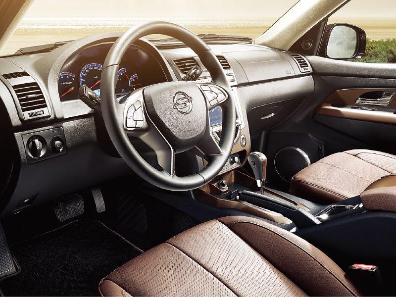 2015 Ssangyong Rexton facelift interior