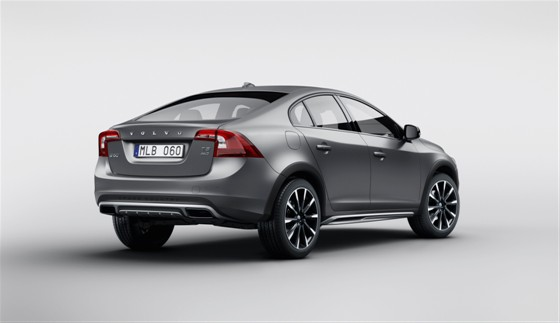 2015 Volvo S60 Cross Country rear three quarter