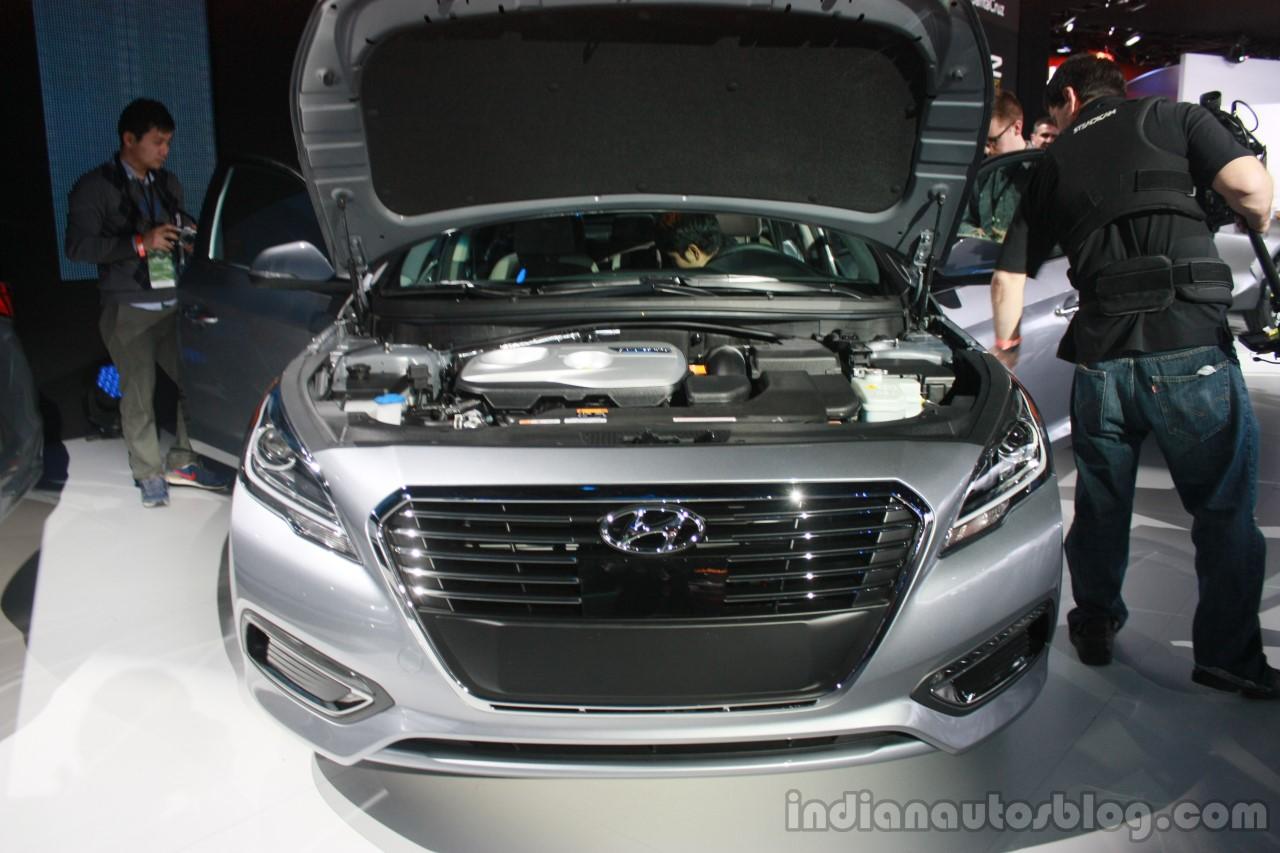 in sonatahybrid drive com news sonata bw plug phev cars first and hyundai articles hybrid