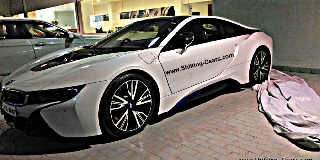 BMW i8 spied in India front three quarters