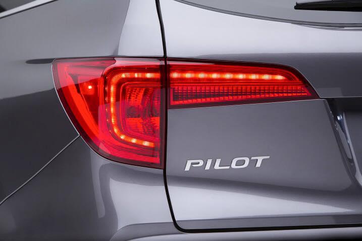 2016 Honda Pilot taillight press shots