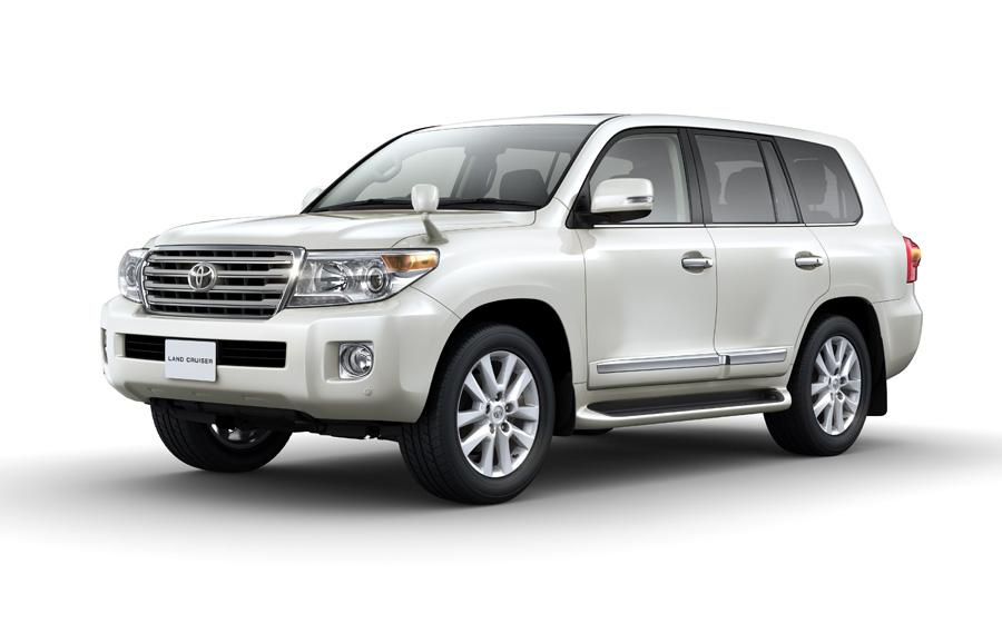 2012 Toyota Land Cruiser front three quarters press image