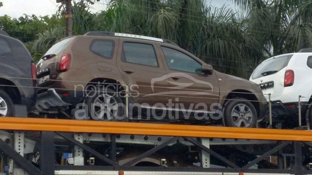 2015 Renault Duster (facelift) for Brazil spied at or arriving at dealers