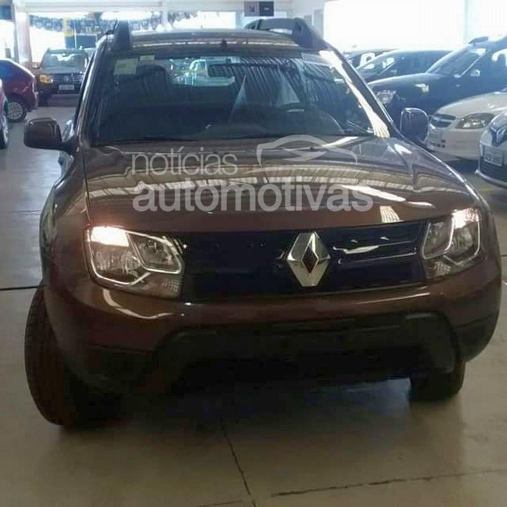 2015 Renault Duster (facelift) front fascia for Brazil spied at or arriving at dealers