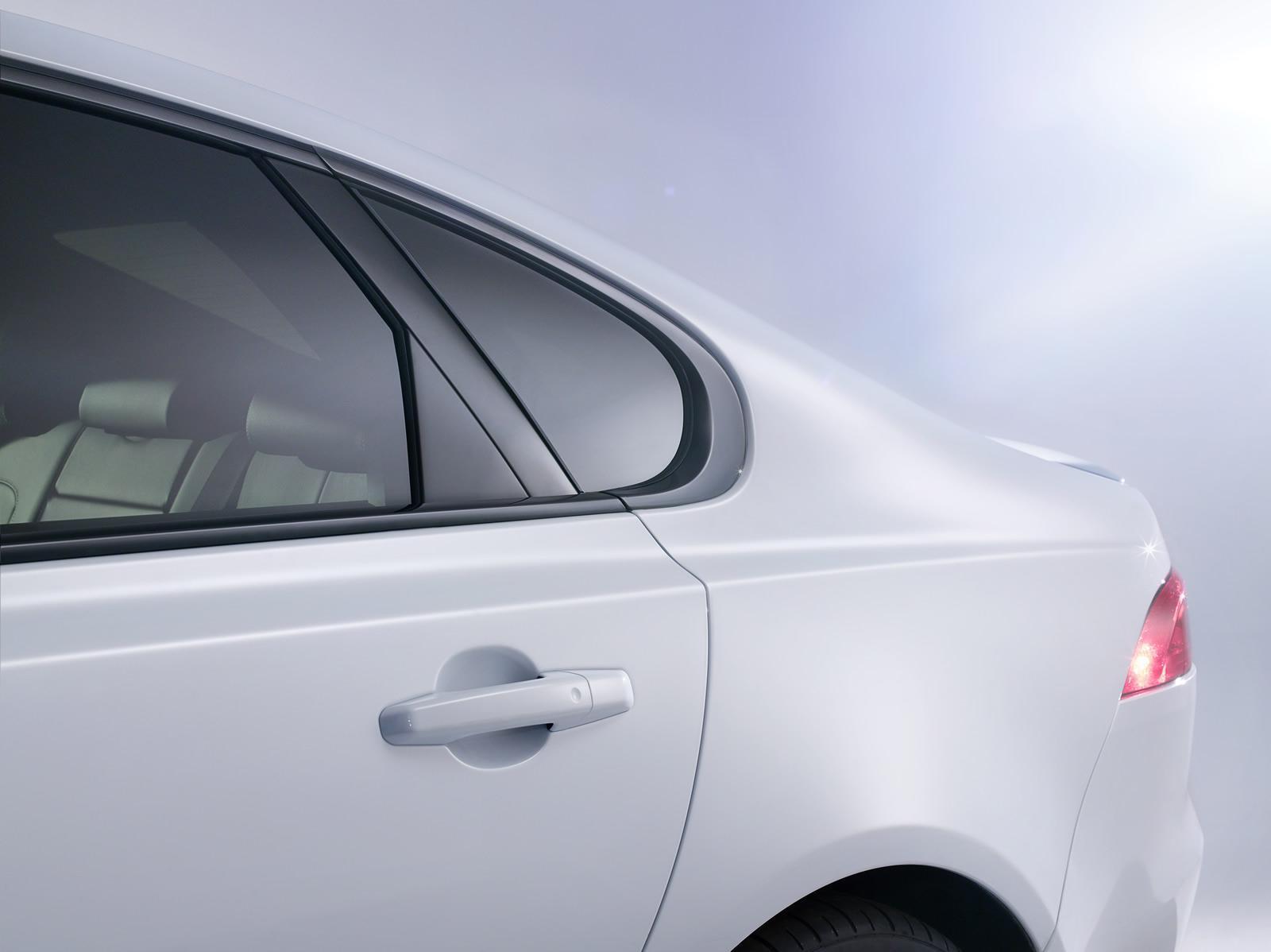 2016 Jaguar XF rear quarter glass official image