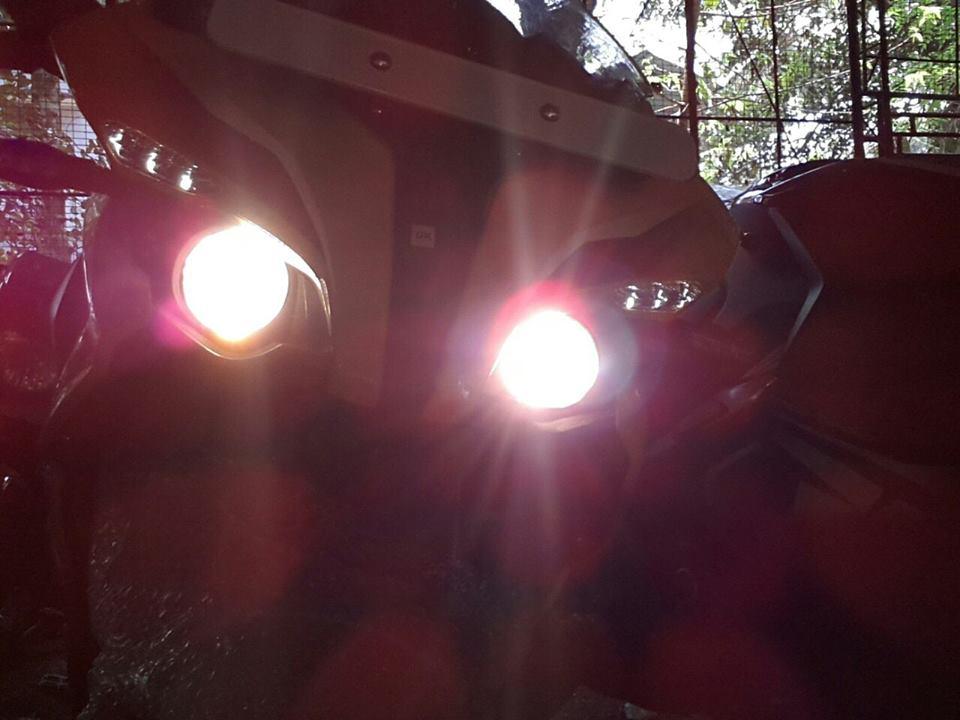 Bajaj Pulsar RS200 ABS twin prjector headlights