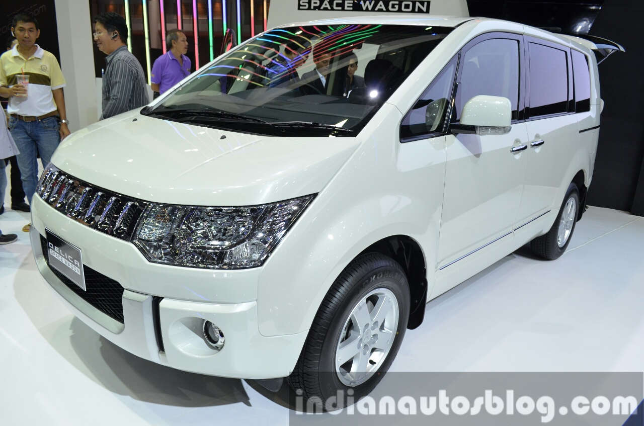 Mitsubishi Delica front three quarter at the 2015 Bangkok Motor Show
