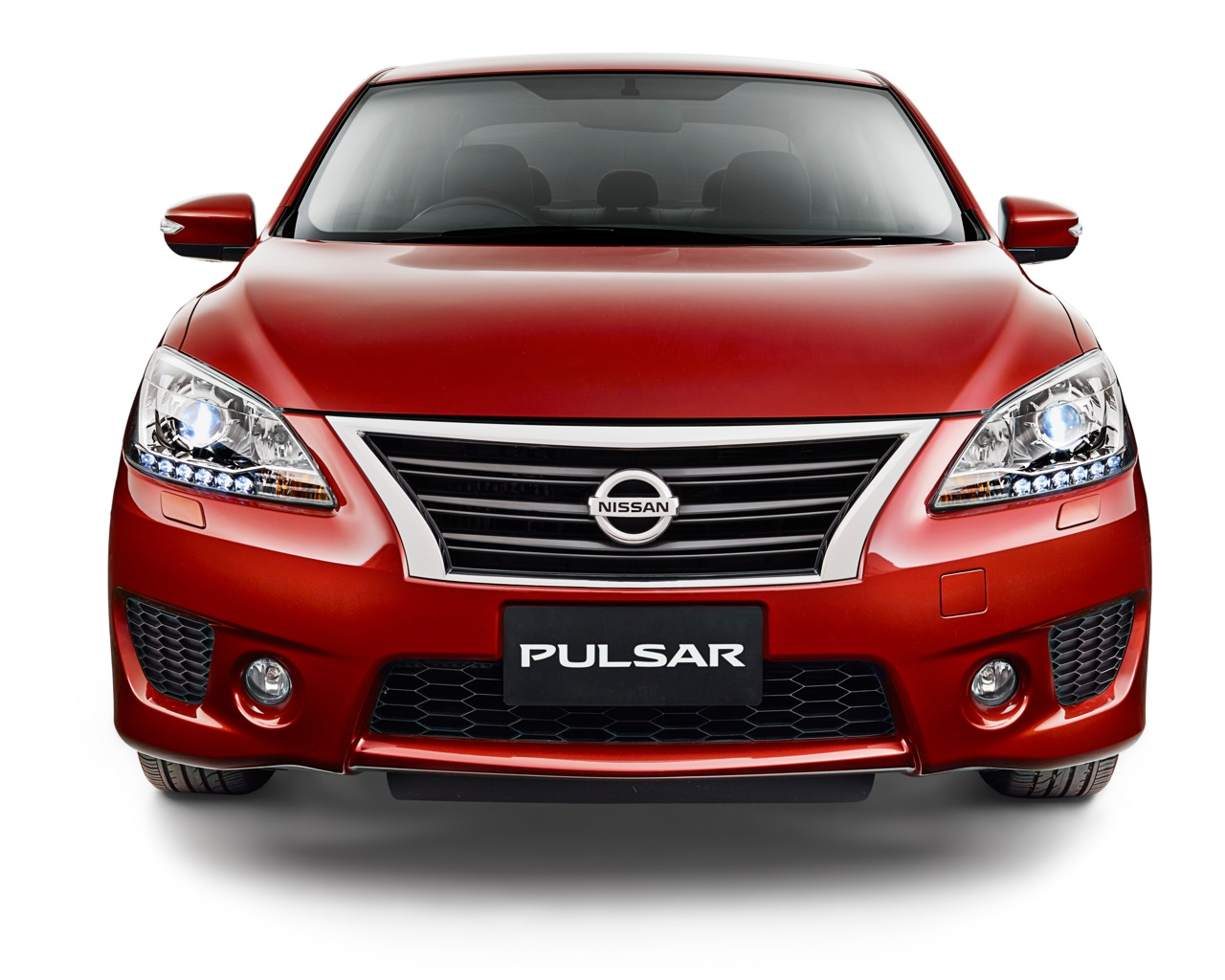 2015 Nissan Pulsar SSS sedan front view press image