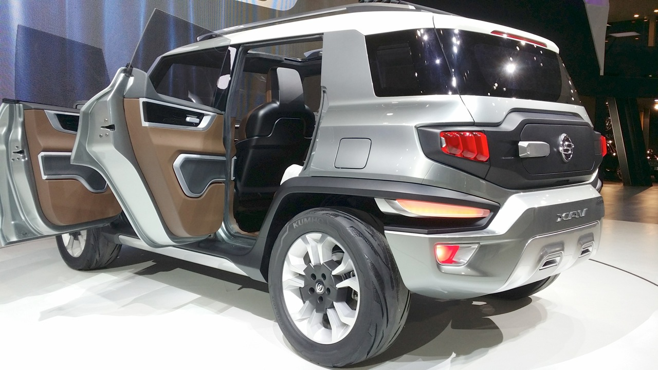 Ssangyong XAV Concept doors open at the Seoul Motor Show